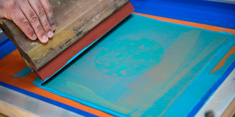 Hands-on screenprinting workshop with ink and art