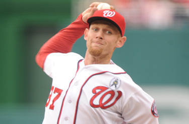 Nationals pitcher throwing the ball